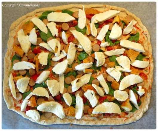 Kantarelpizza med kyllingepølse 5